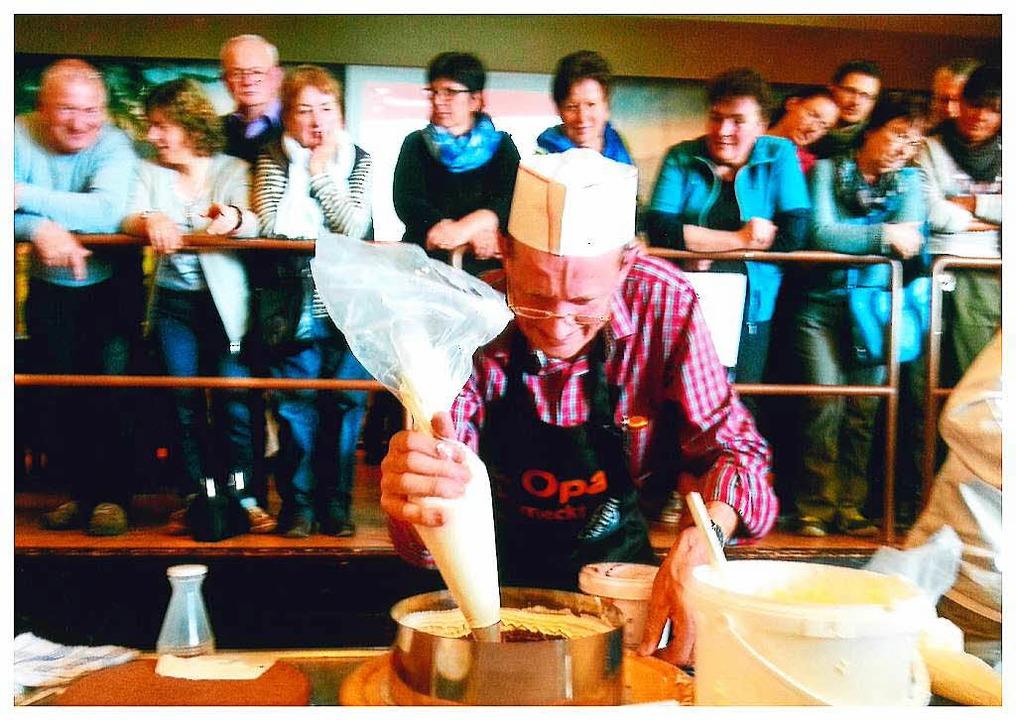 Norbert Himmelsbach in Aktion beim Kirschtortenfestival in Todtnauberg.    Foto: BZ