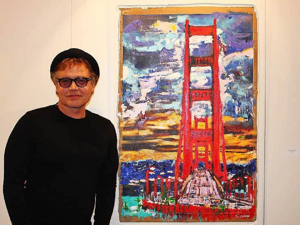 Maler Sascha Wussow bei der Vernissage seiner Ausstellung in Hinterzarten.  | Foto: Sarah Beha