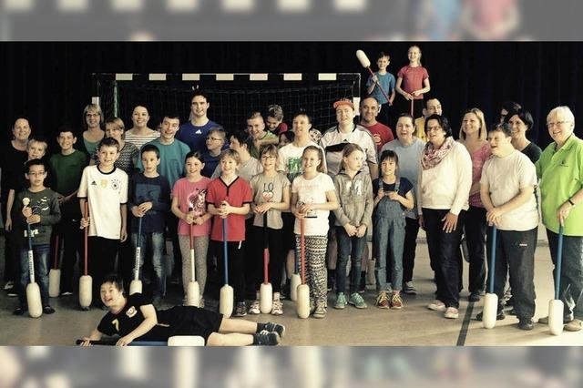 Kommunionkinder spenden inklusiver Sportgruppe