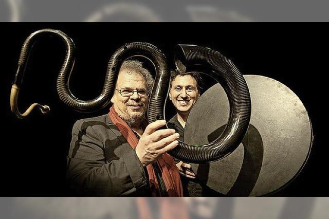 Das Freiburger Akkordeon Orchester, und Michel Godard (Tuba/Serpent) und Murat Coskun (Rahmentrommeln) zu Gast in Müllheim