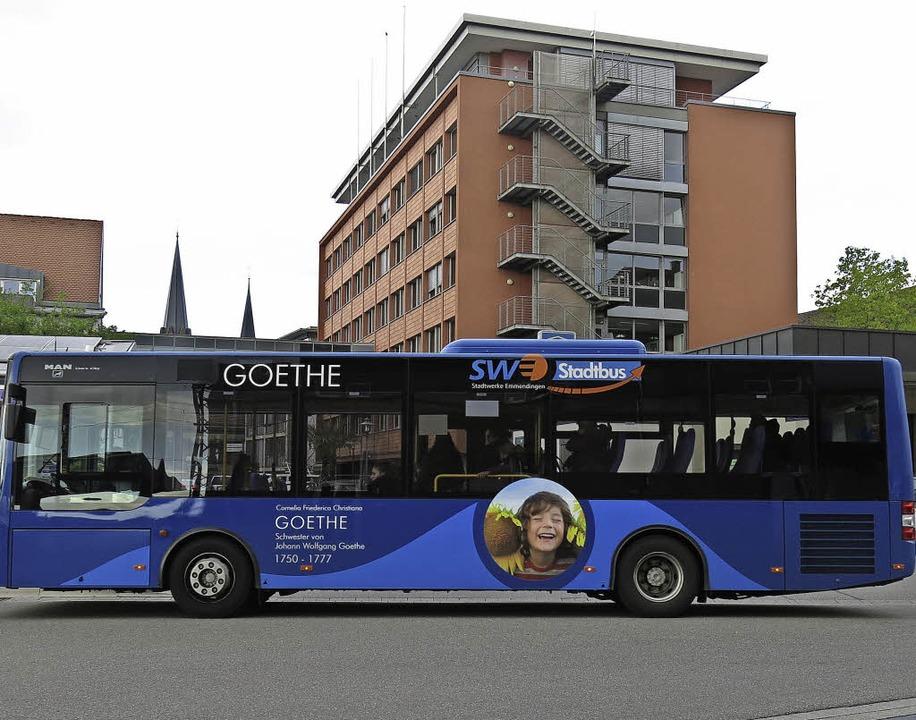 Welcher Dichtername ziert den fünften Stadtbus künftig?    Foto: Georg Voß