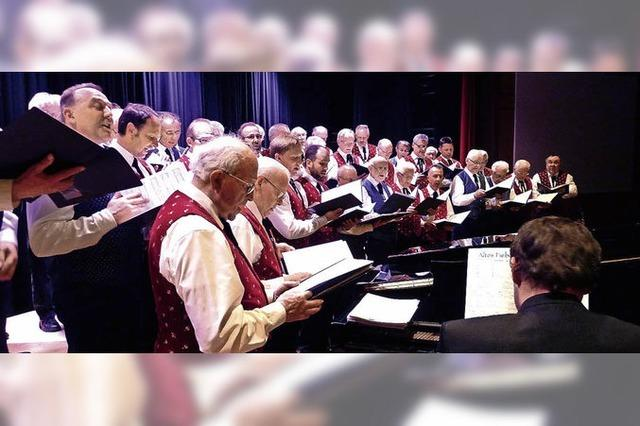 Wechsel zwischen Klavier und Dirigentenpult