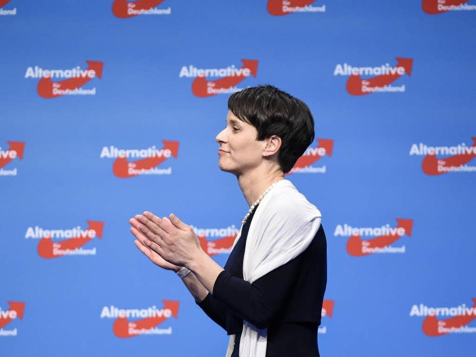 Die AfD-Parteivorsitzende Frauke Petry beim AfD-Bundesparteitag in Stuttgart.  | Foto: AFP