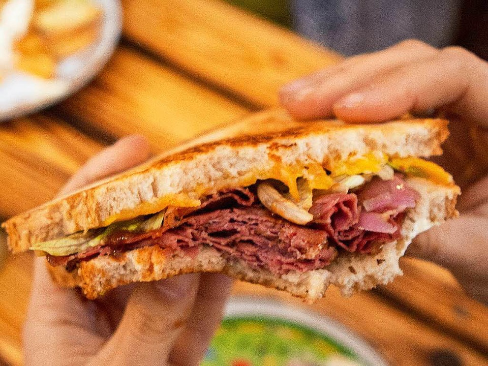 Frachtgut Brooklyn Pastrami Sandwich Foodtruck Heldenbude    Foto: Konstantin Görlich