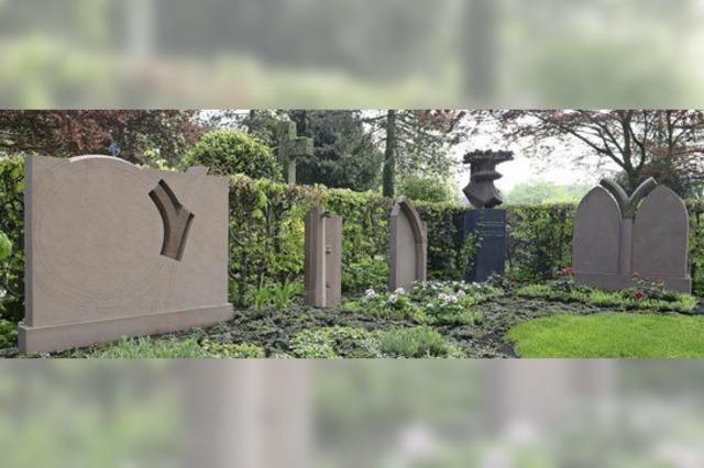 Alte Steine vom Freiburger Münster erfüllen neuen Zweck auf dem Friedhof