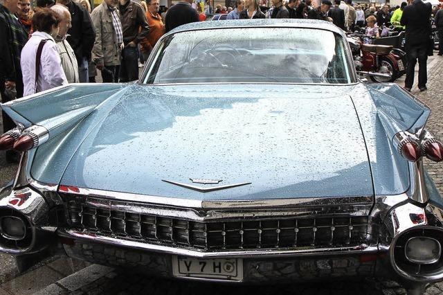 200 alte Autos und 100 offene Geschäfte beim Oldtimer-Wochenende