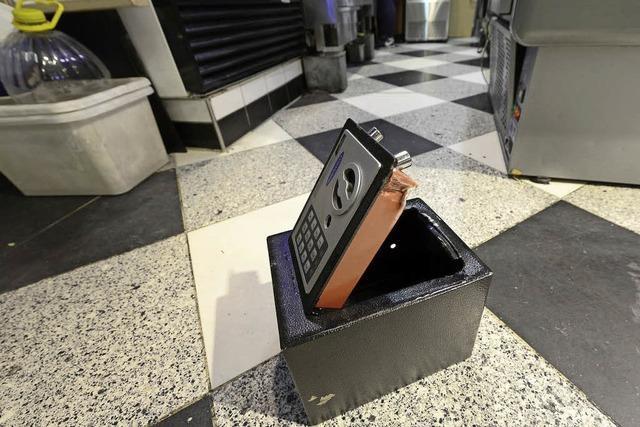 Unbekannte Einbrecher öffneten Tresore und Schränke in der Markthalle
