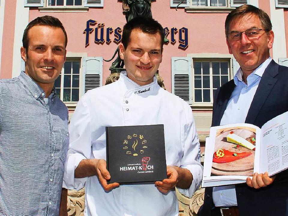 Sie präsentieren stolz das gemeinsame ...r Fürstenberg Brauerei Markus Gruhl.    | Foto: privat