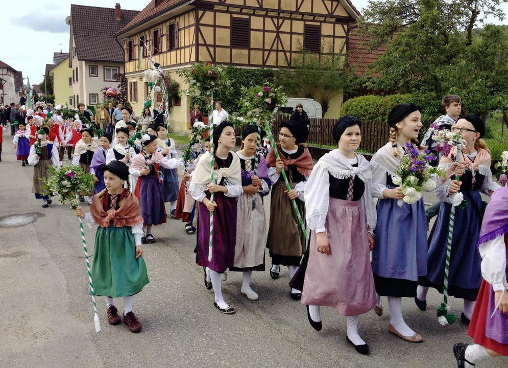 Für die Hausener Kinder ist das Hebelf... Trachtenumzug der Höhepunkt im Jahr.   | Foto: Archivfoto: Boris Burkhardt