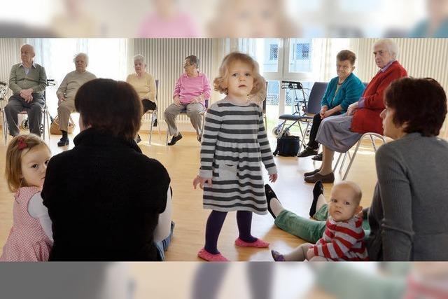 Singen, spielen, den Rhythmus spüren mit Alt und Jung