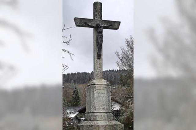 Erhabenes und erhobenes Kreuz