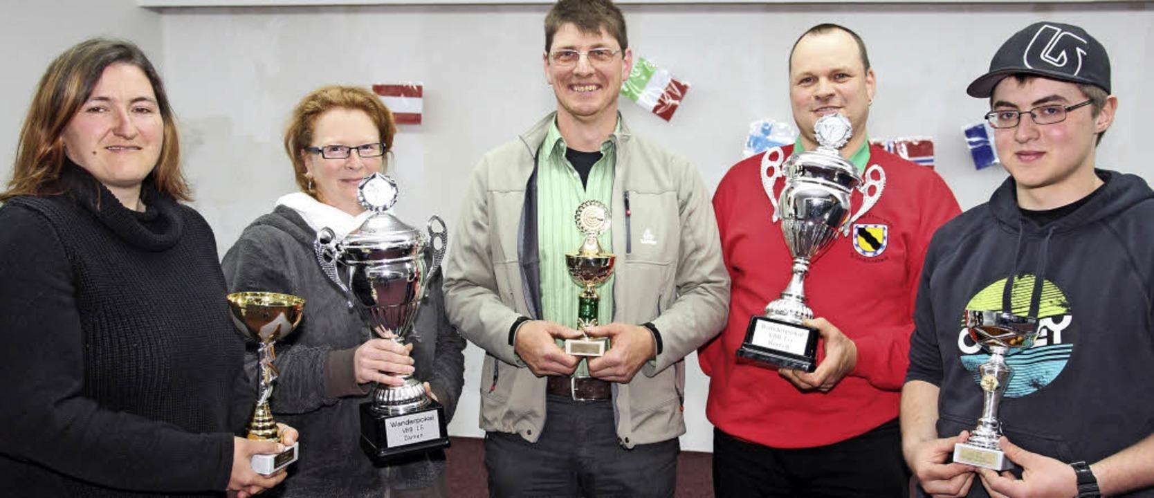 Strahlende Sieger des Schießwettbewerb...mas Winterhalder und  Lucian Willmann.  | Foto: Eva Korinth