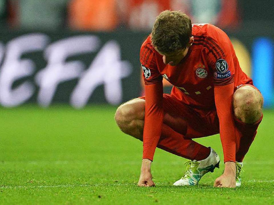 Thomas Müller ist nach Spielende enttäuscht.  | Foto: dpa