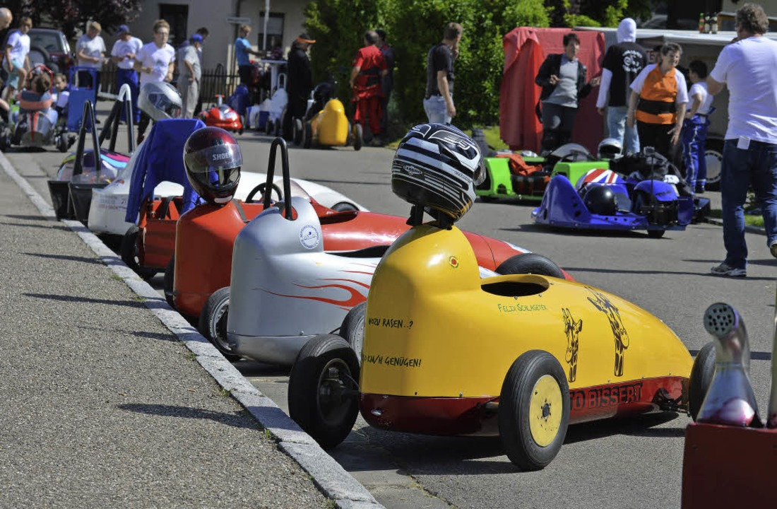 Viele bunte Flitzer sind wieder beim Seifenkistenrennen in Buggingen am Start.     Foto: Veranstalter