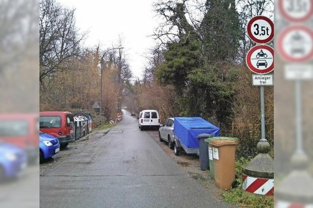 Kritik am wilden Parken im Schlierbergwäldchen