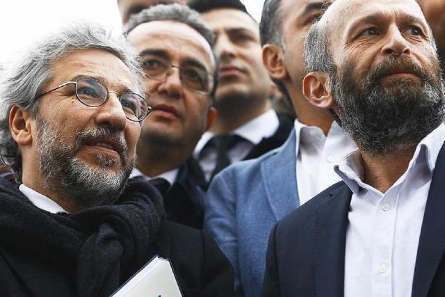 Türkei: Gefängnisstrafen für regierungskritische Journalisten
