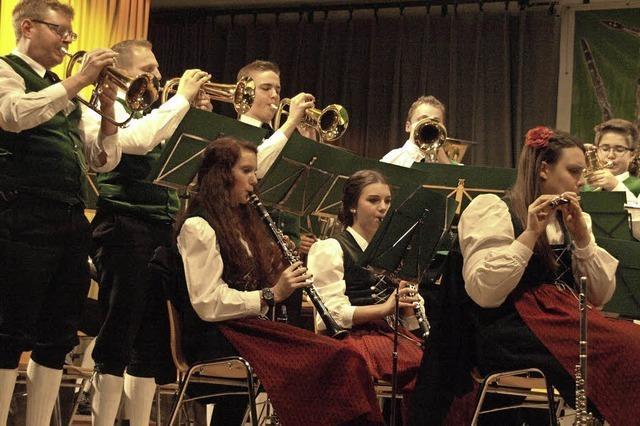 Musikverein Bernau-Außertal & Trachtenkapelle Dachsberg konzertieren in Bernau