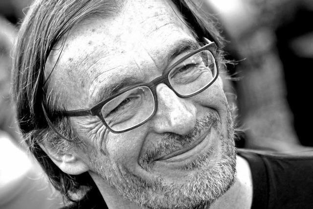 Wolfgang Schorlau liest in der Rainhof-Scheune in Kirchzarten