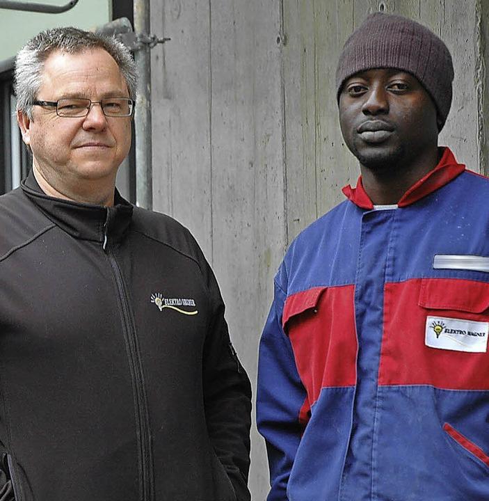 Firmenchef Claus Wagner (links) und Sheriffo Jatta   | Foto: Heidemarie Wussler