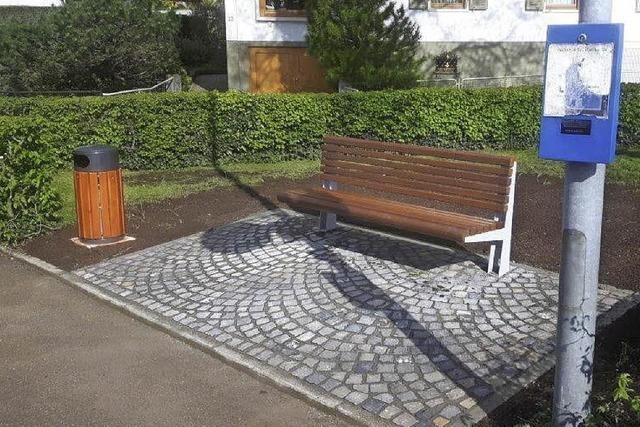 Neue Sitzbänke in Kollnau aufgestellt