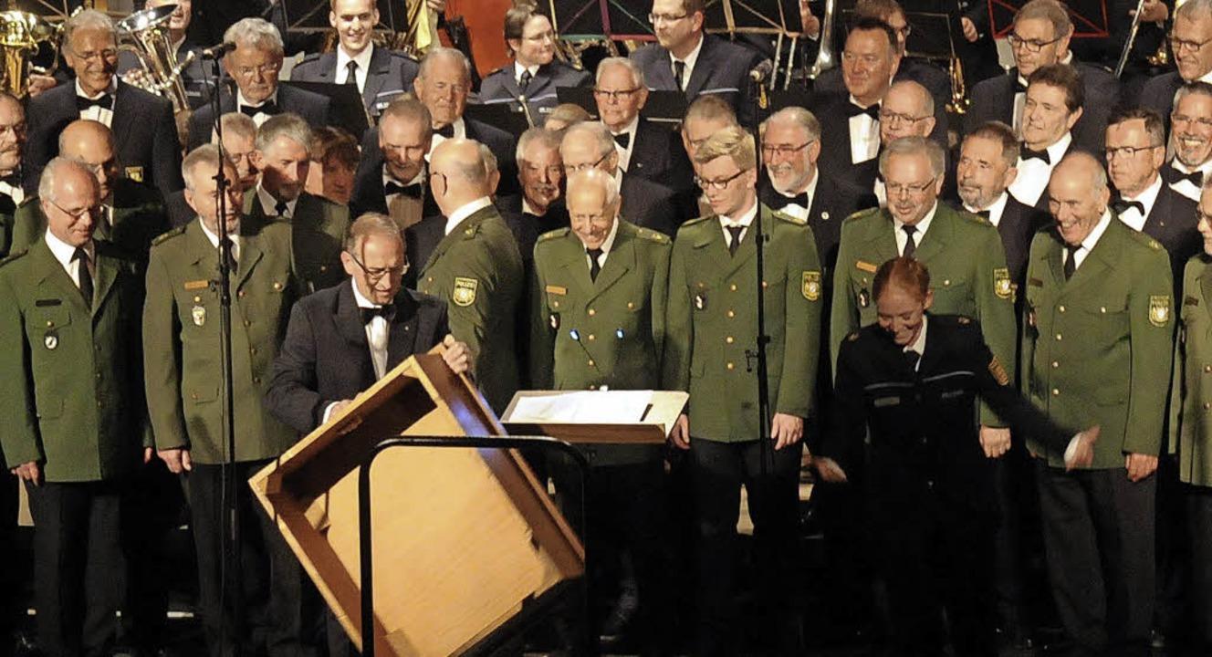 Schmunzeln beim Frühlingskonzert des P...gern platzierte Orchester sehen kann.   | Foto: Wolfgang Künstle