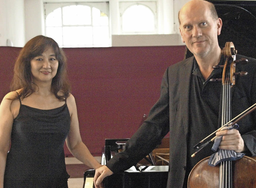 Der Cellist Francis Gouton und seine K...chweg als gleichwertige Partner zeigte  | Foto: Karin Stöckl-Steinebrunner