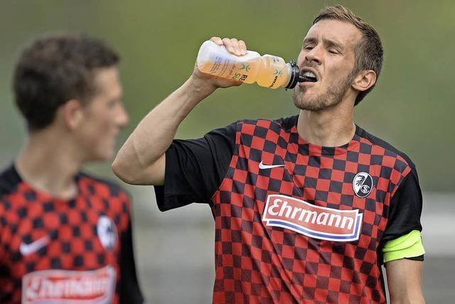 Julian Schuster führt SC Freiburg II zu 6:0 gegen Neckarelz