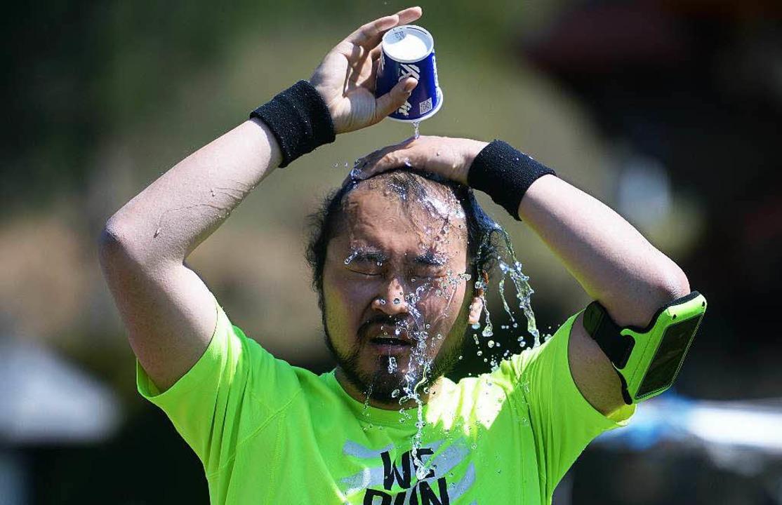 Trockene Sommerluft war der schärfste ... stets für die Athleten: Wassermarsch.  | Foto: Patrick Seeger