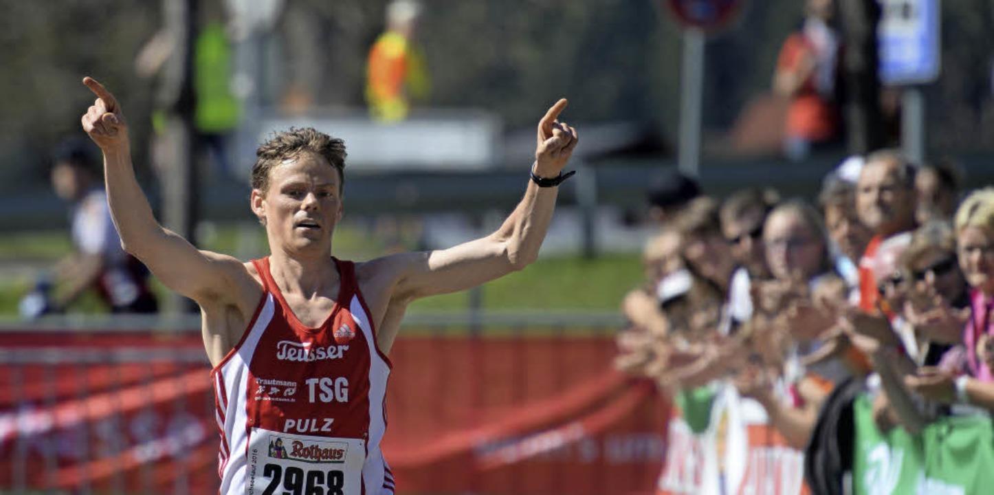 Locker zum nächsten Triumph: Benedikt ... souveräner Sieger beim Schluchseelauf  | Foto: patrick seeger