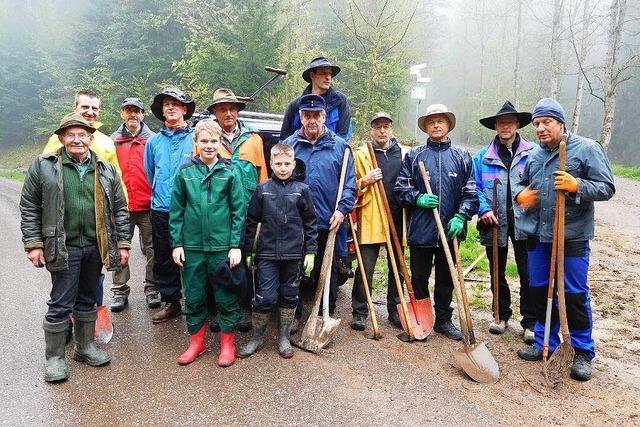 Teamwork der Vereine bei der Pflege der Waldwege