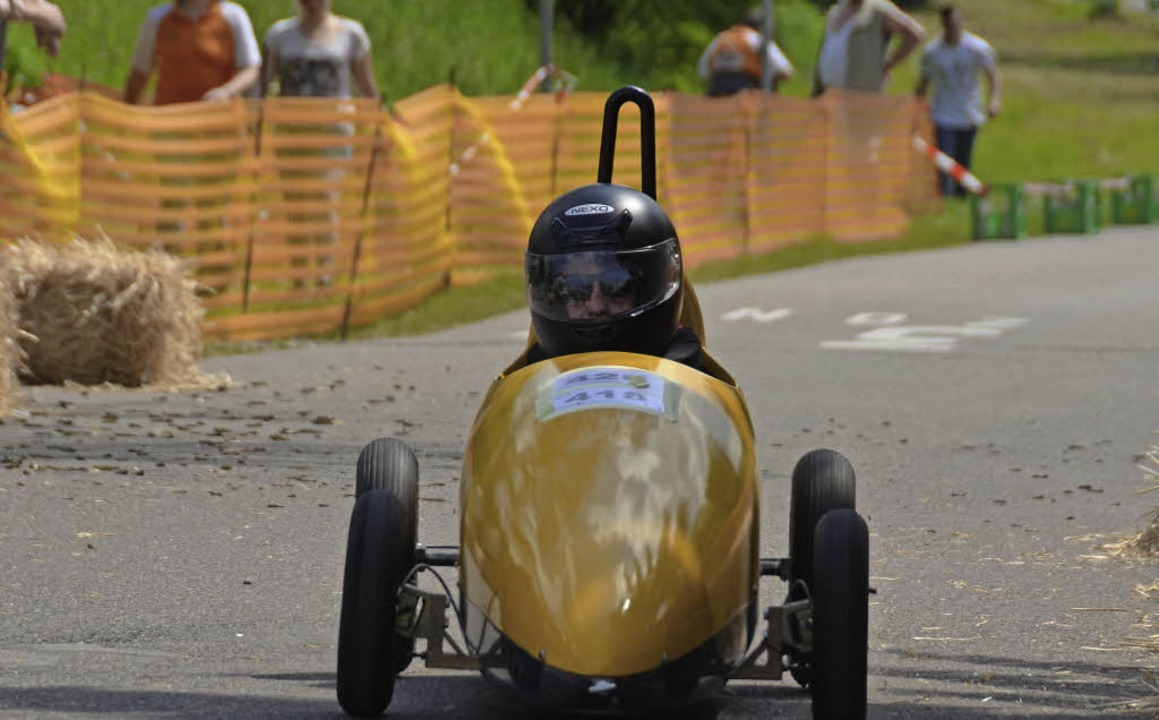 Der Sieger Max Balschbach in seinem gelben Flitzer  | Foto: S. Umiger