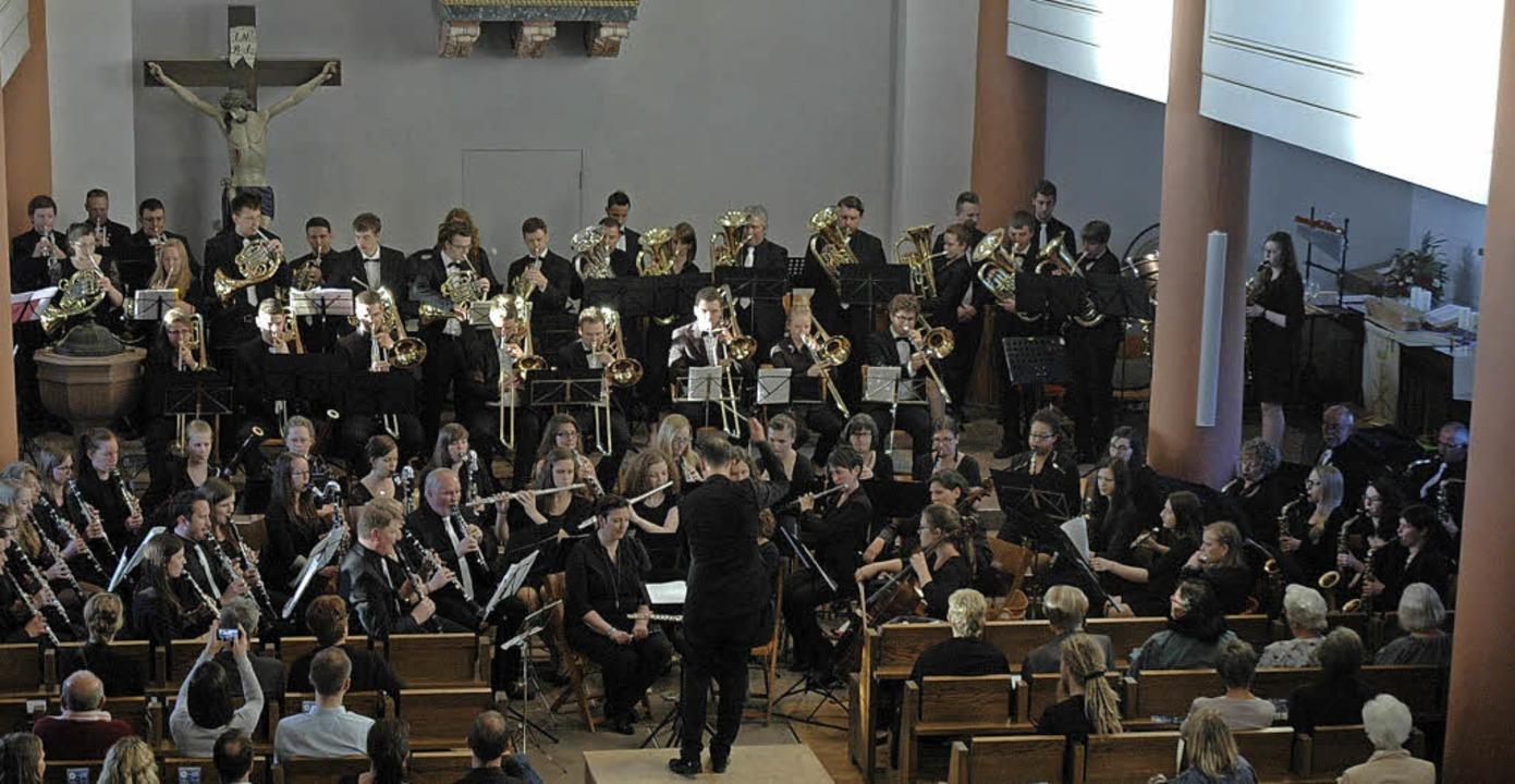 Der Musikverein Wollbach und das Verba...en mit einem anspruchsvollen Programm.  | Foto: Regine ounas-Kräusel