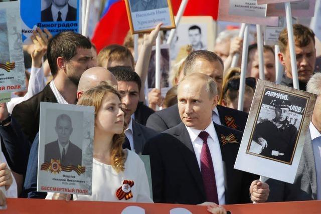 Hunderttausende Russen ehren Weltkriegsopfer
