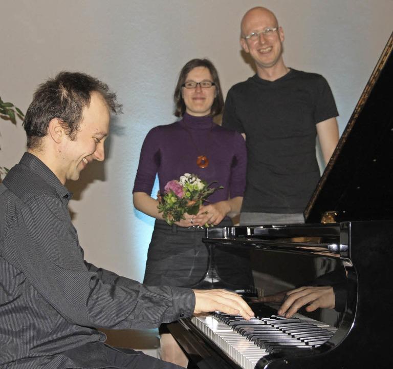 Pianist Bogdan Vaida während des Konze...rgrund Ireen Hammes mit Ehemann Dirk.   | Foto: Frowalt Janzer