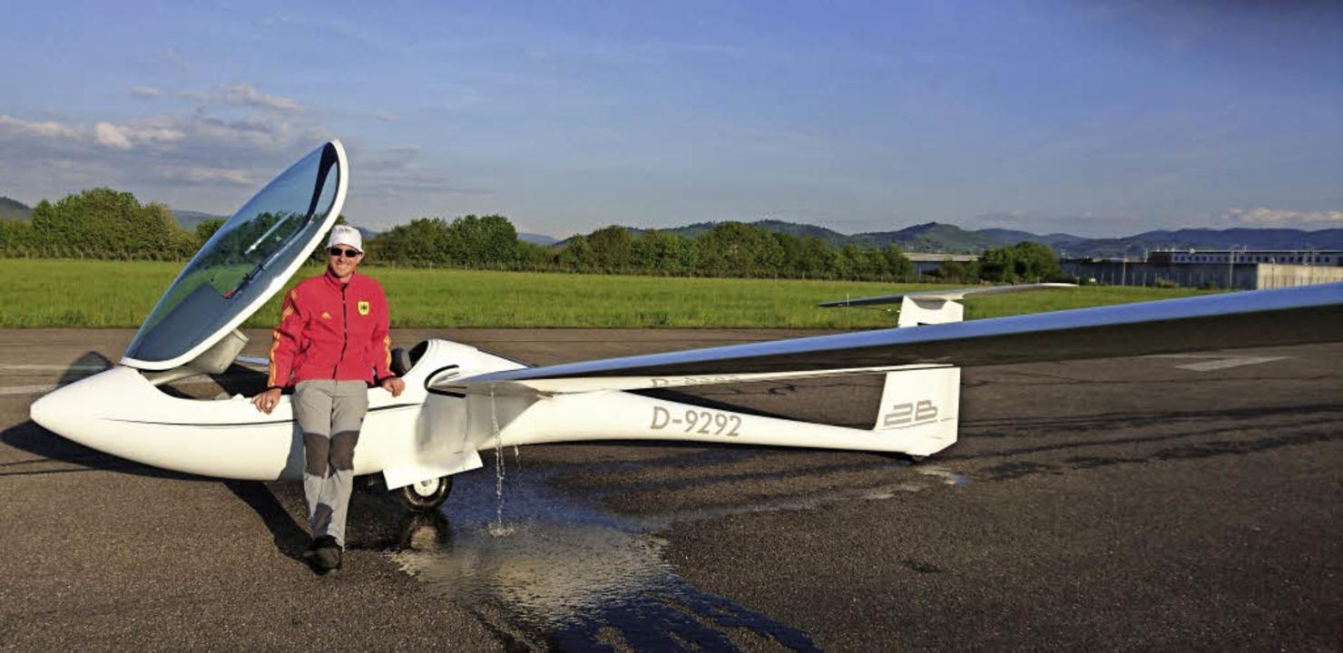 Philipp Butz nach der Landung in Offen... Thermik höhere Fluggeschwindigkeiten.  | Foto: Philipp Butz