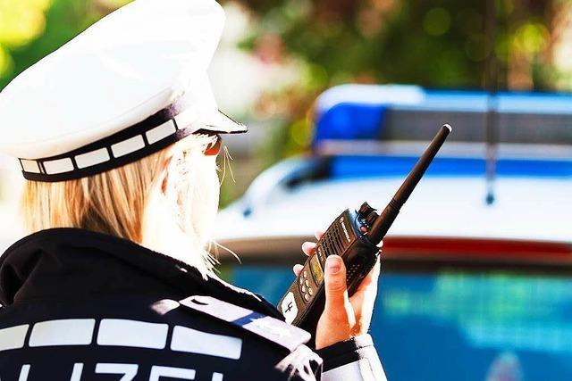 Polizei sucht Exhibitionisten in rotem Pkw