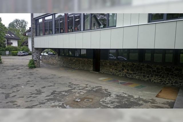 Ein Schulhof mit Pflaster oder Asphalt?