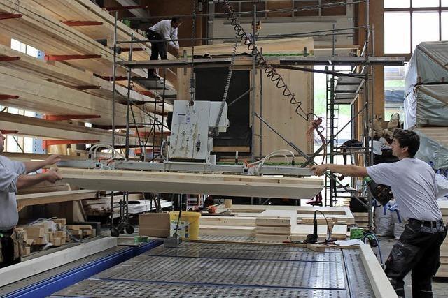 Holzgebäude statt Blechcontainer