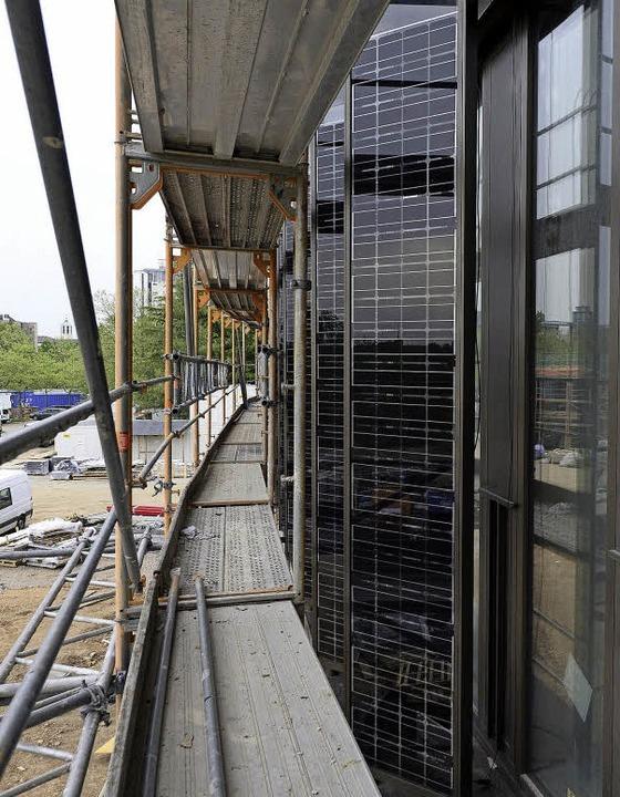 Solarmodule an der Fassade  | Foto: Ingo Schneider