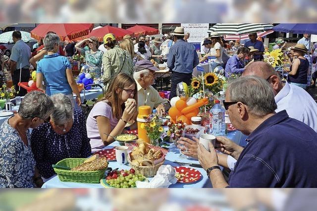 Tischlein deck dich auf dem Marktplatz