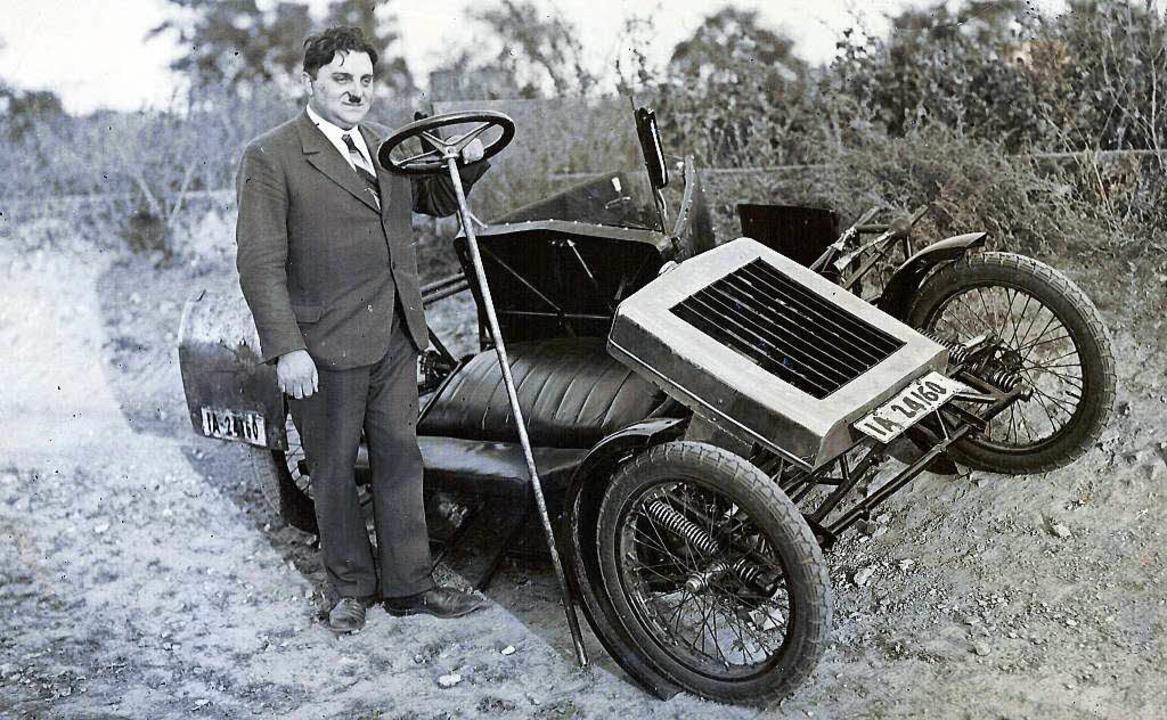 Engelbert Zaschka mit seinem Faltauto  | Foto: Privat