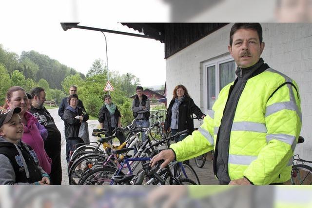 Stadt macht aus schrottreifen Fahrrädern Geld