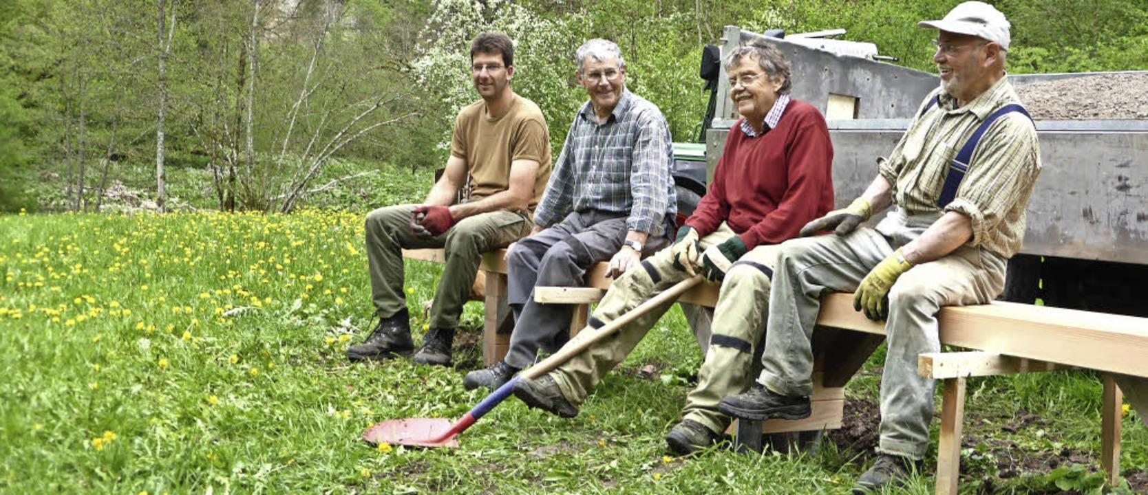 Probesitzen: Michael Eisele, Ernst Alb...bei der Schurhammerhütte aufgestellt.   | Foto: Privat