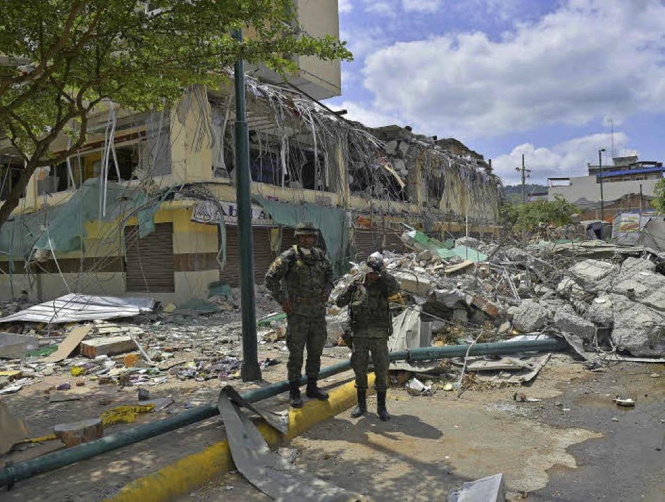 Ein Erdbeben zerstörte in Ecuador in d...rten im Elztal und in Emmendingen an.   | Foto: Fotos: AFP/Sylvia Sredniawa