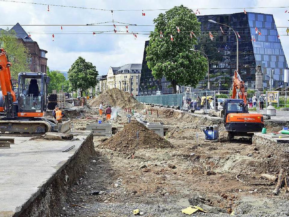 Im Freiburger Zentrum wird an der neue...e Straßenbahnlinien sind unterbrochen.    Foto: Michael Bamberger
