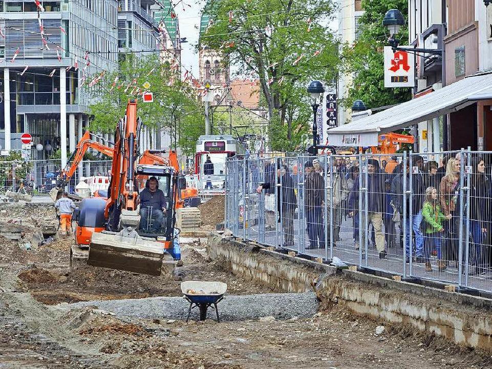 Fußgängerzone in der Fußgängerzone: Zw...müssen Fahrgäste der VAG zu Fuß gehen.    Foto: Michael Bamberger