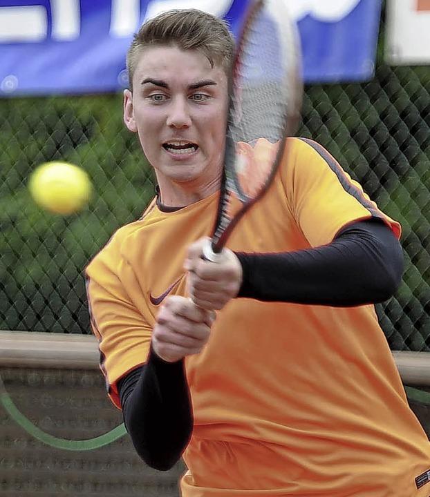 Adrian Sexauer (TC Grün-Weiß Emmending... im Halbfinale der Herren-Konkurrenz.   | Foto:  Bettina Schaller