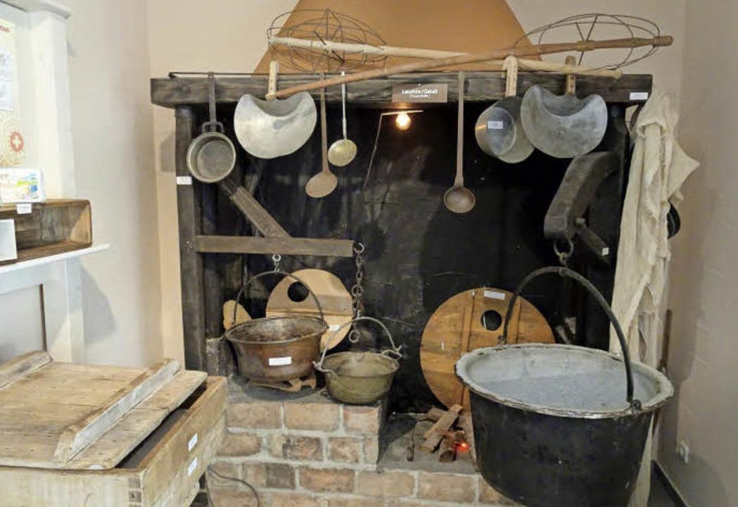 Feuerstelle mit Käsekesseln aus Kupfer    Foto: Rolf Müller