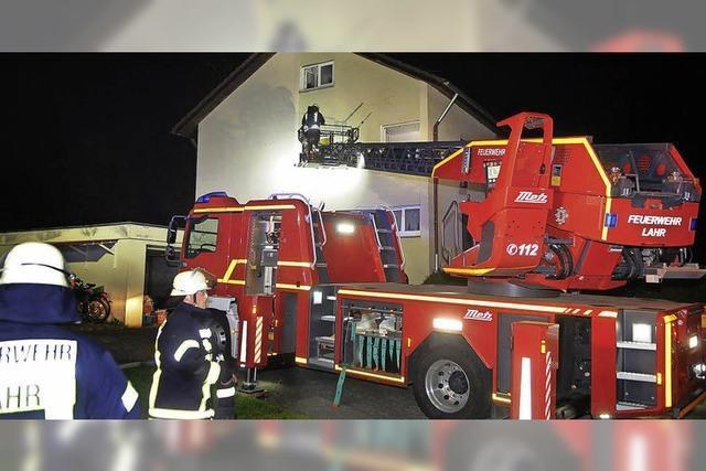 Feuerwehr löscht brennende Kerze