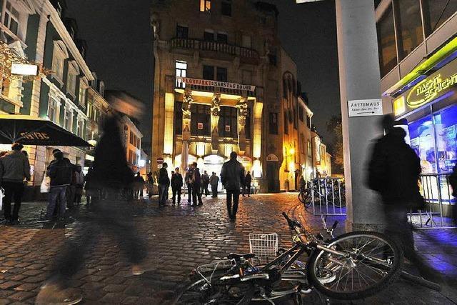 Jugendliche schlagen 40-Jährigen in der Freiburger Altstadt nieder und rauben ihn aus